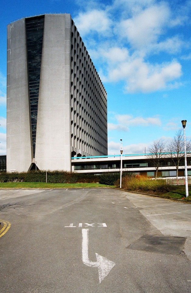 End wall from car park. There are similarities with Tolworth Tower.